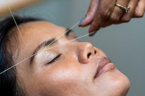 Technique ancienen d'épilation du visage